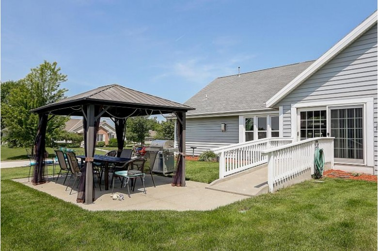 4985 W Berkshire Dr Franklin, WI 53132-8150 by Re/Max Service First Llc $430,000