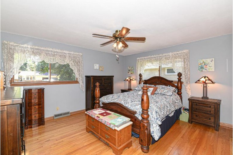 5377 S 21st St, Milwaukee, WI by Re/Max Realty 100 $249,900
