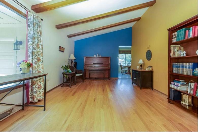 1920 Lone Oak Cir W Brookfield, WI 53045-5062 by First Weber Real Estate $230,000