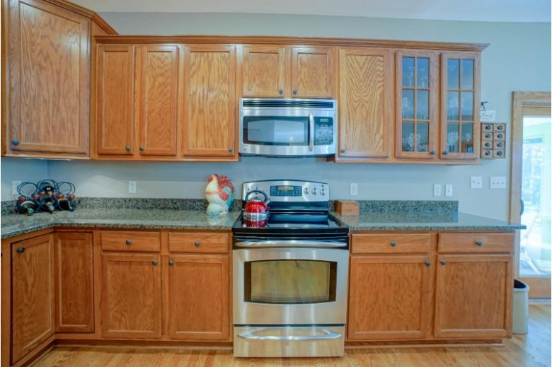 S67W32195 Valley Way Mukwonago, WI 53149-9738 by Lake Country Flat Fee $519,000