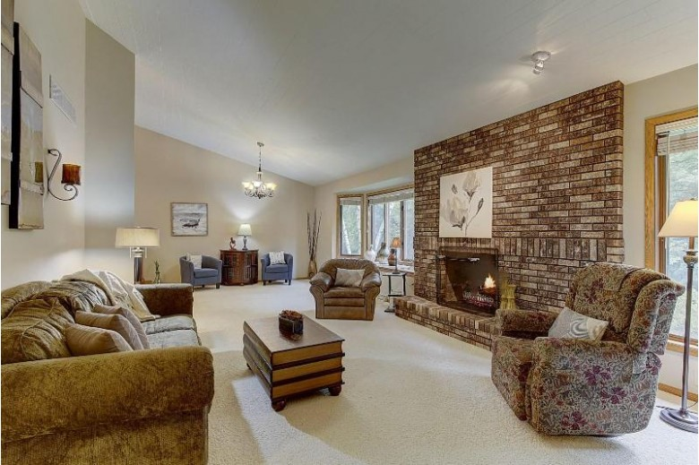 713 St Johns Dr Delafield, WI 53018-1527 by Re/Max Realty 100 $400,000