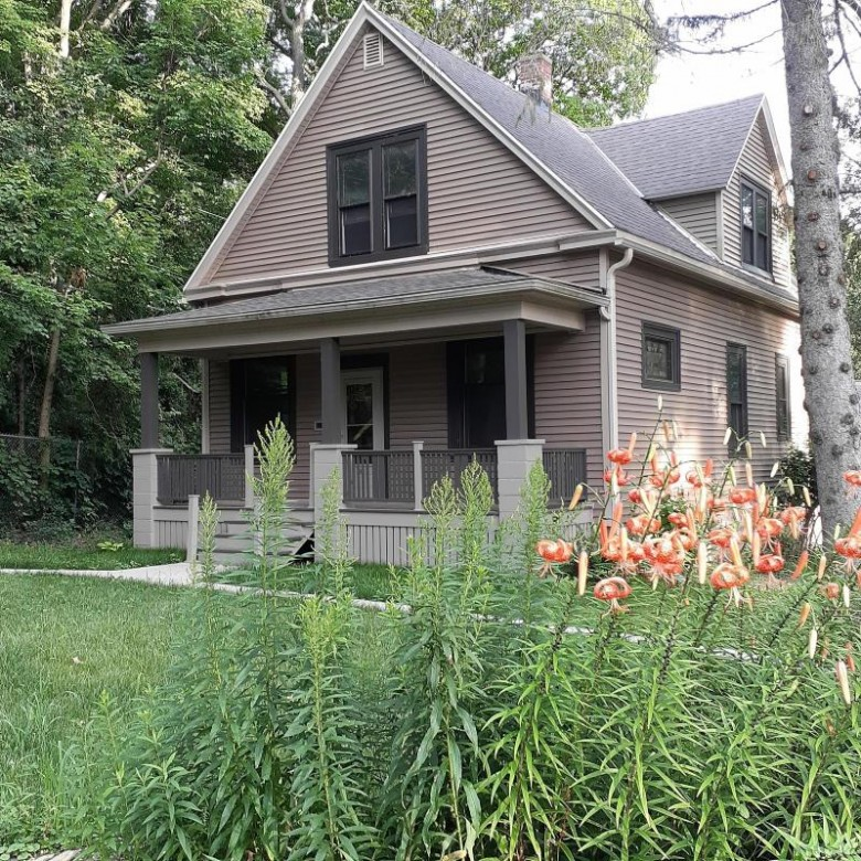 2803 E Holt Ave Milwaukee, WI 53207 by Jp Herman Real Estate Services $359,000