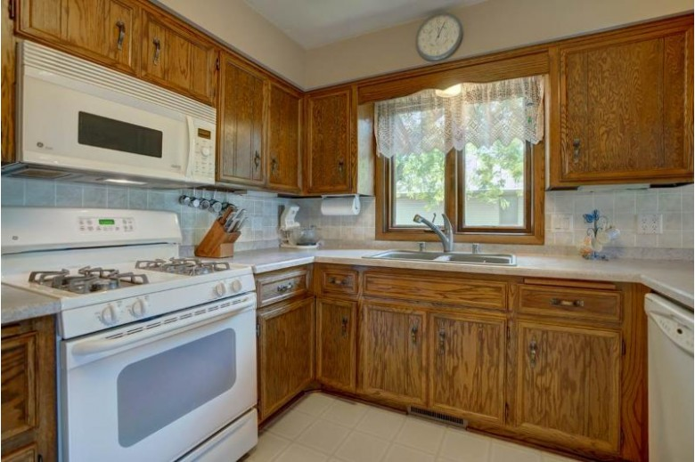 578 Riverview Dr, Marshall, WI by Re/Max Preferred $325,000