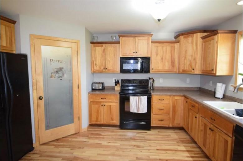 6199 Templeton Terr Sun Prairie, WI 53590 by Ccl Management $352,000