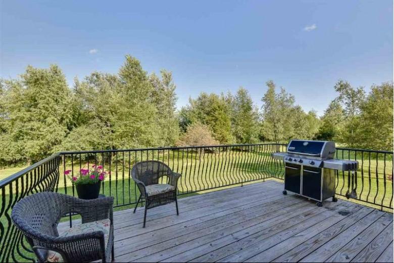 956 E Meadow Cir, Edgerton, WI by Big Block Midwest $335,000