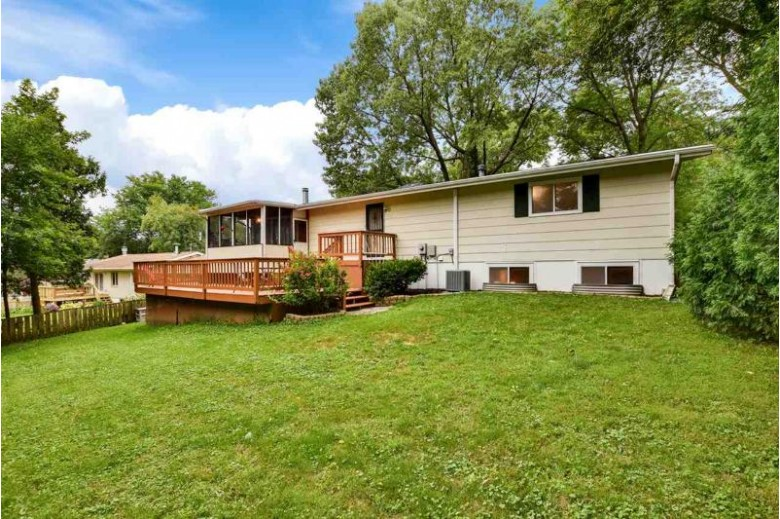 3110 Elm Ln Middleton, WI 53562 by Lauer Realty Group, Inc. $325,000