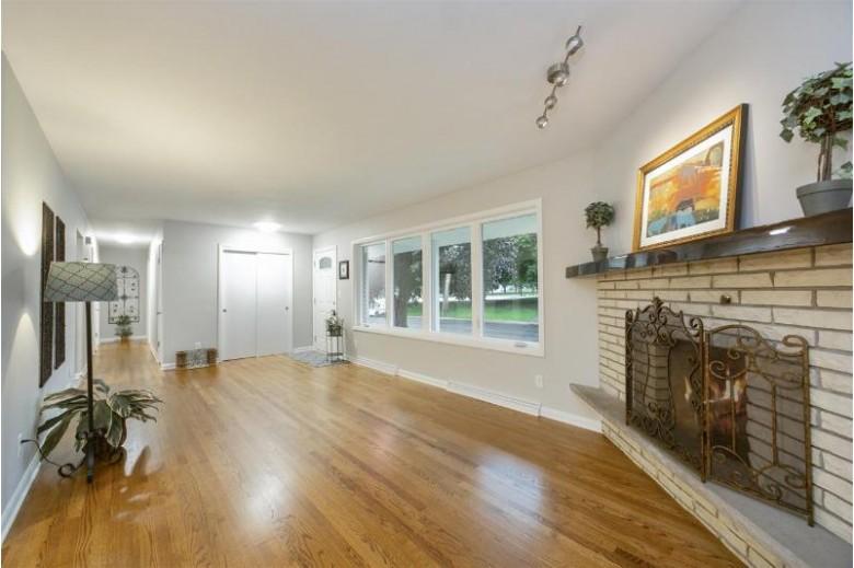 443 W Elm St Sun Prairie, WI 53590 by Stark Company, Realtors $329,900