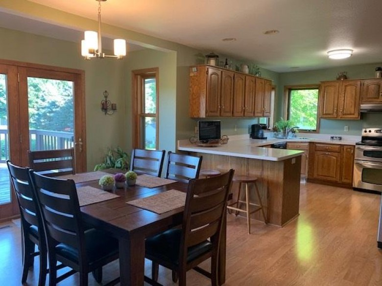 432 N Fairfield Ave Juneau, WI 53039 by Standard Real Estate Services, Llc $264,500