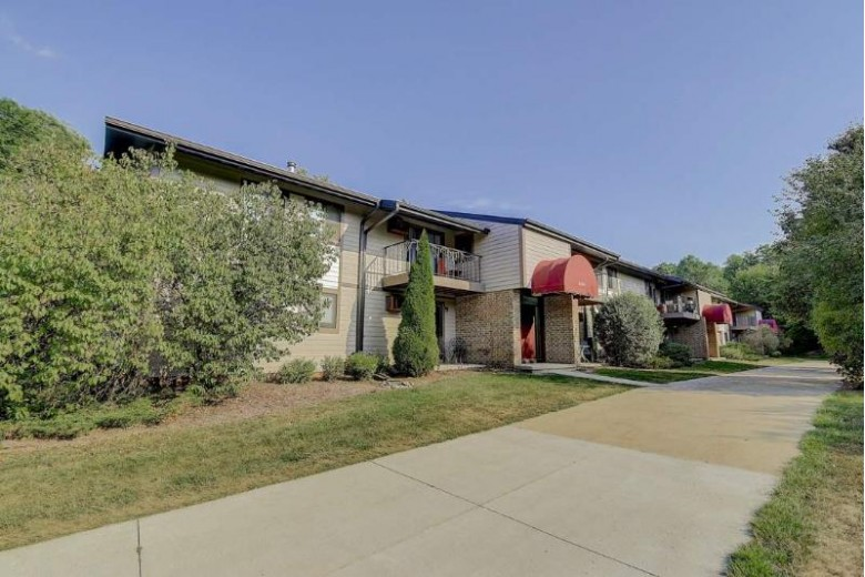 5335 Brody Dr 104 Madison, WI 53705 by Restaino & Associates Era Powered $155,000