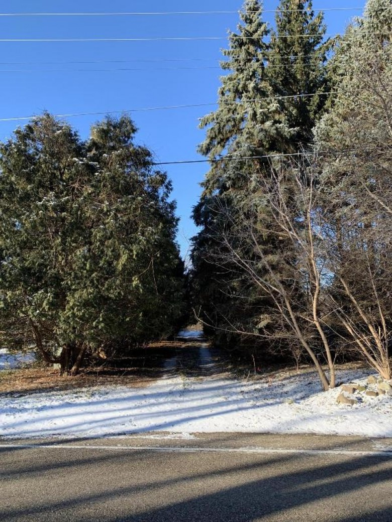 982 Indian Hills Rd, Fontana, WI by D'Aprile Properties $215,000