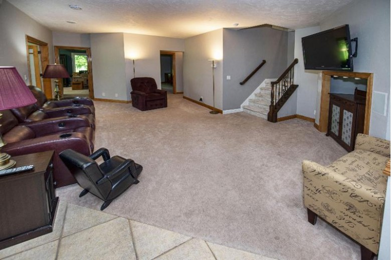 N61W29339 Rybeck Rd Hartland, WI 53029-8617 by First Weber Real Estate $895,000