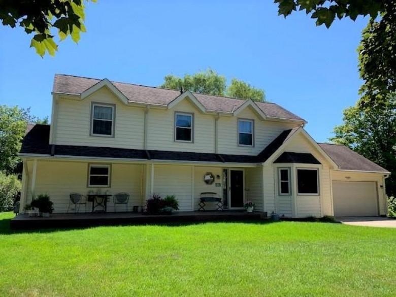 W61N840 Arbor Dr, Cedarburg, WI by Realty Executives Integrity~cedarburg $359,000