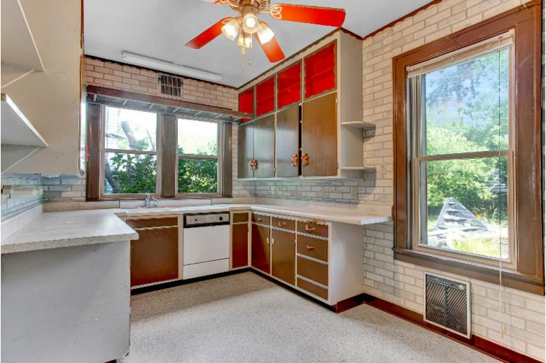418 Grant Ave, Sheboygan, WI by Re/Max Gallery $179,000