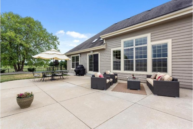N73W30328 Polo Ct S, Hartland, WI by Coldwell Banker Realty $710,000