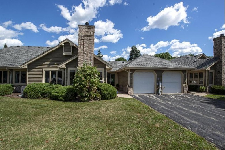 7020 N Lincolnshire Cir Milwaukee, WI 53223-6343 by First Weber Real Estate $115,000