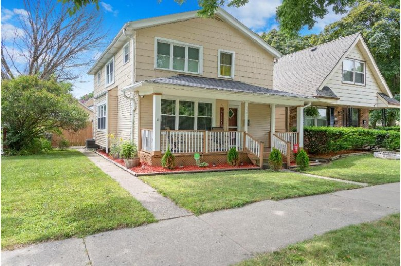 3331 W Manitoba St Milwaukee, WI 53215 by First Weber Real Estate $210,000