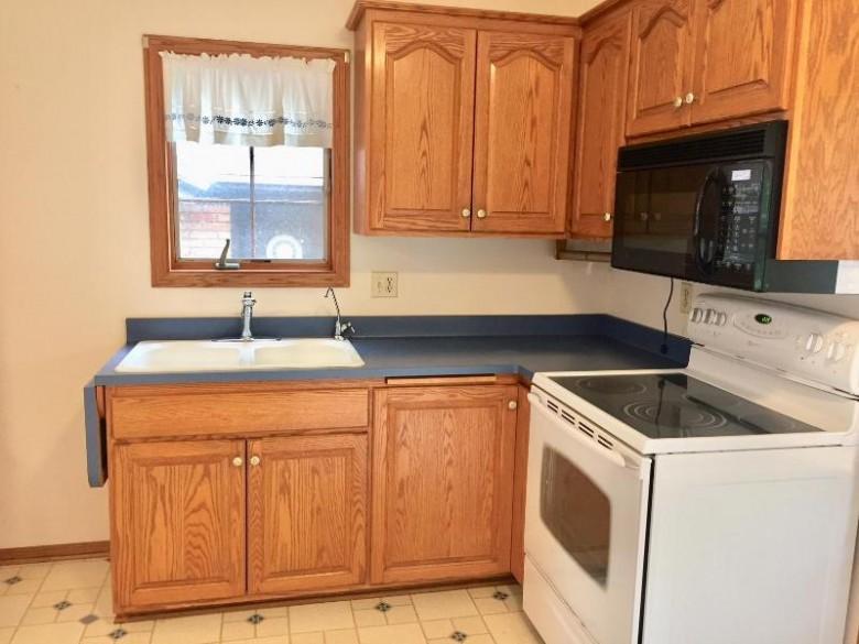 569 Pine St Hartford, WI 53027-1031 by Briefcase Broker Realty Llc $209,900