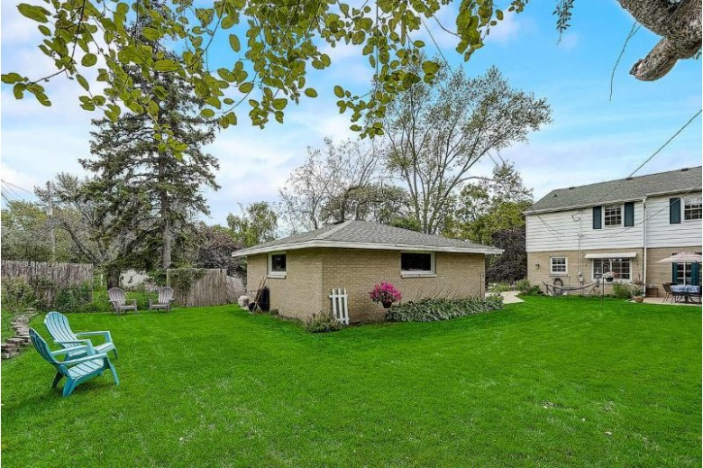 3860 N 102nd St, Wauwatosa, WI by Re/Max Realty 100 $279,900
