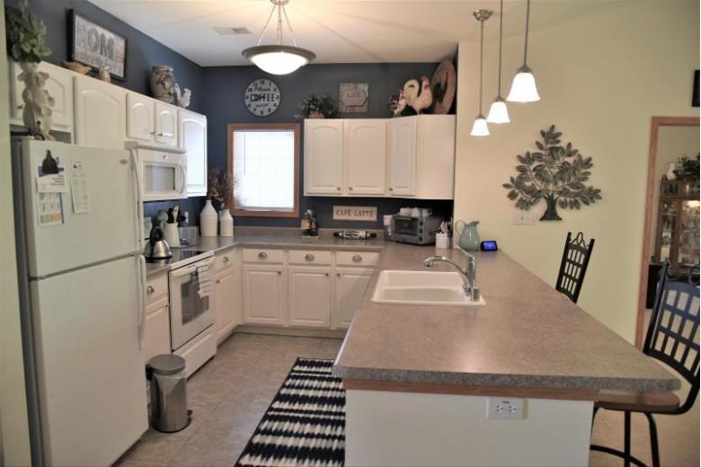 954 Autumn Ridge Ln Hartford, WI 53027-2805 by Allied Realty Group Llc $217,000