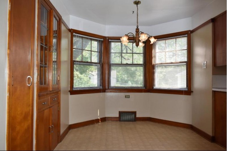 4730 S Woodlawn Pl Greenfield, WI 53228-3437 by Terranova Real Estate $259,900