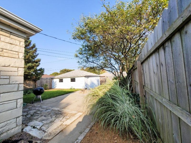 4046 N 88th St Milwaukee, WI 53222-1715 by Premier Point Realty Llc $159,900
