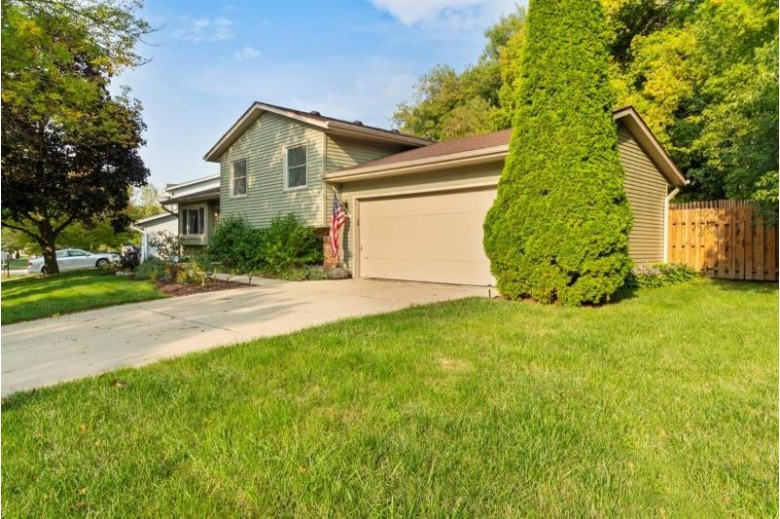 1806 Harris Highland Dr, Waukesha, WI by Keller Williams Realty-Lake Country $279,000