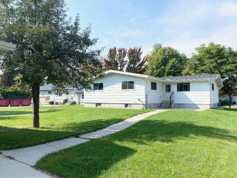 340 N Noquebay Ave, Peshtigo, WI by Place Perfect Realty (mi & Wi) $154,900