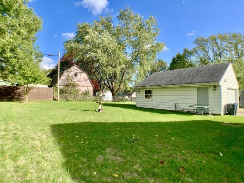 121 N Hine Ave Waukesha, WI 53188-4317 by Lake Country Flat Fee $239,900