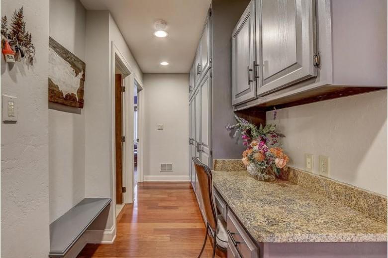N68W30986 Club Cir E, Hartland, WI by First Weber Real Estate $825,000