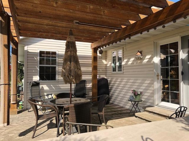 1508 Goldenrod Cir West Bend, WI 53095-5408 by Re/Max United - West Bend $289,900