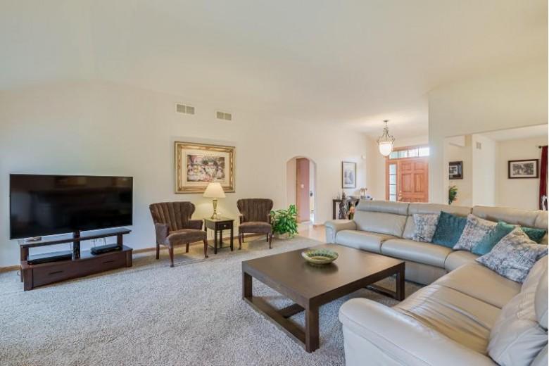856 Oak Ridge Cir, Hartford, WI by Re/Max Insight $331,900