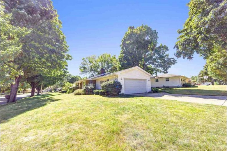 1675 Beaver Dam Drive, Green Bay, WI by Keller Williams Green Bay $199,900