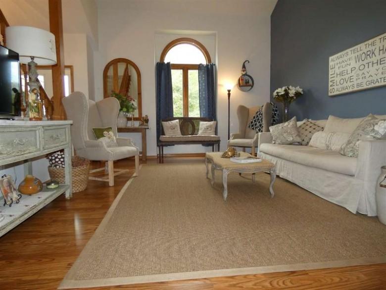965 Hillcrest Cr, Platteville, WI by Lori Droessler Real Estate, Inc. $249,900