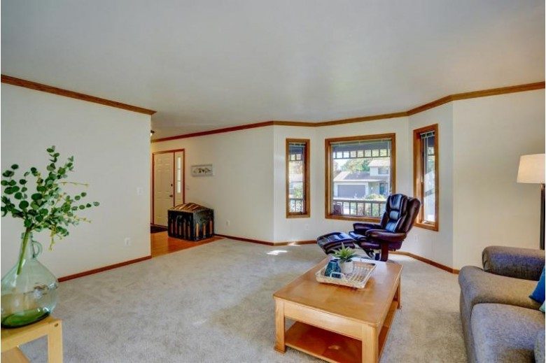 5882 Roanoke Dr Fitchburg, WI 53719 by Re/Max Preferred $339,900