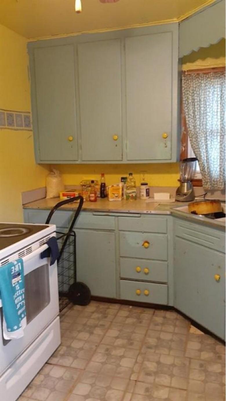1106 E Johnson St Madison, WI 53703 by Matson & Assoc., Inc. Real Living $209,900