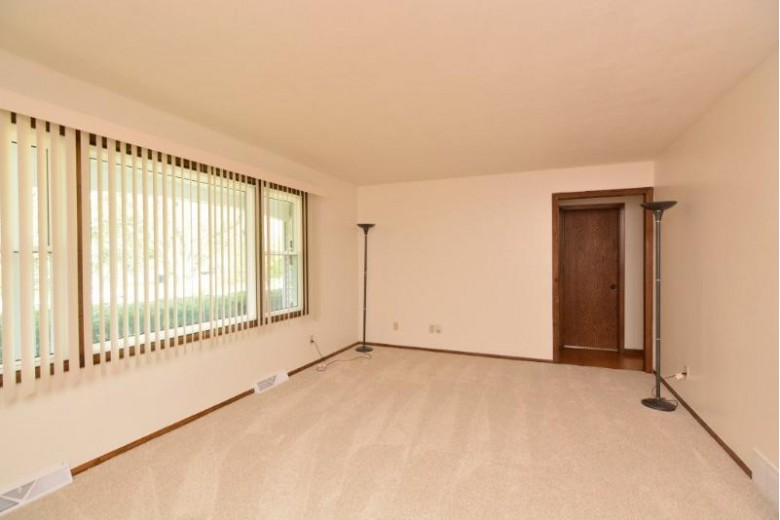 909 Kriedeman Dr Stoughton, WI 53589 by Madcityhomes.com $258,500