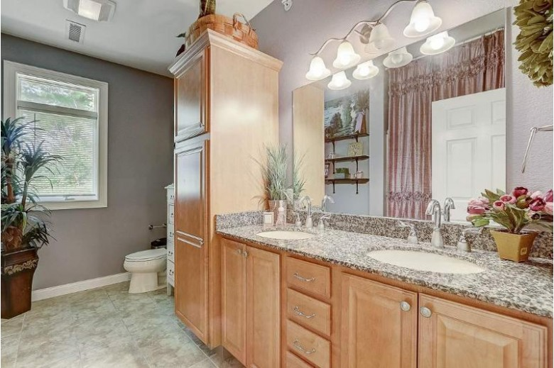 715 Canyon Rd 7, Wisconsin Dells, WI by Restaino & Associates Era Powered $369,900