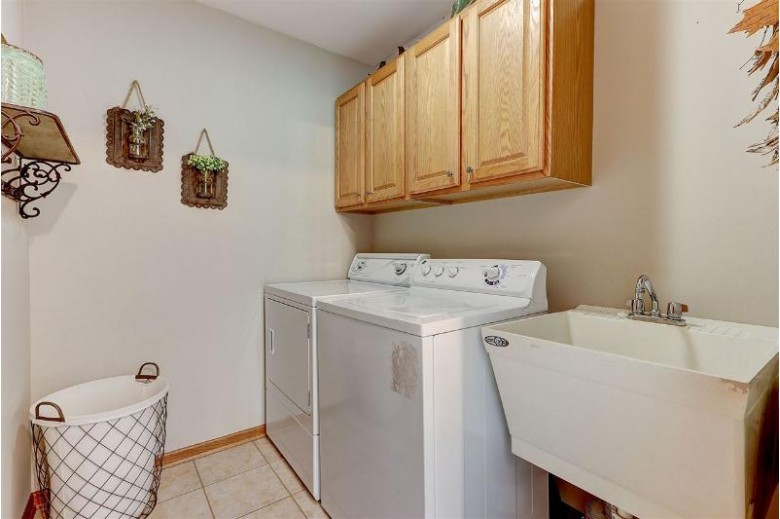 601 Commonwealth Dr, Fort Atkinson, WI by Keller Williams Realty Signature $289,000