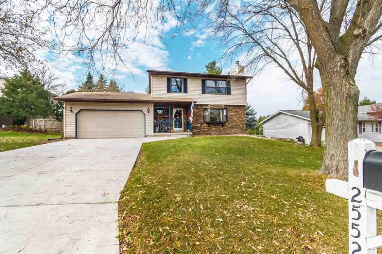 2552 Chesapeake Dr Fitchburg, WI 53719 by Re/Max Preferred $299,000