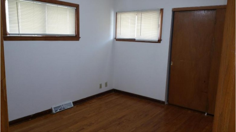 7727 W Green Tree Rd, Milwaukee, WI by Vina Realty $119,999