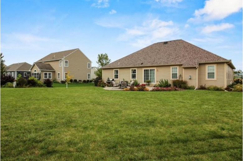 1407 Applewood Cir Mukwonago, WI 53149 by Realty Executives Southeast $379,000