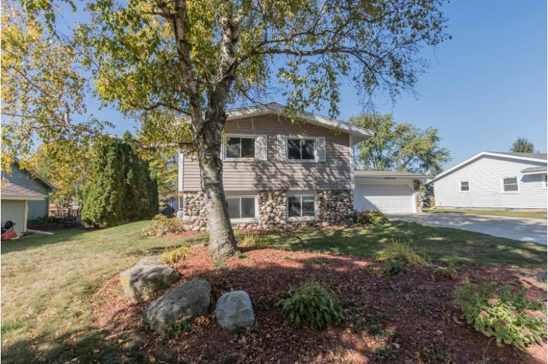 W159N10911 Legend Ave Germantown, WI 53022-4039 by First Weber Real Estate $299,900