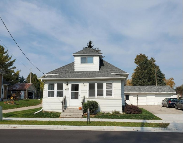 430 Center Ave, Oostburg, WI by Wynveen & Associates Realty $129,900