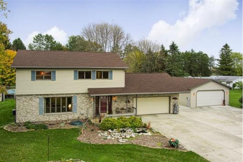 6425 Sunset Dr, Two Rivers, WI by Coldwell Banker Real Estate Group~manitowoc $259,900