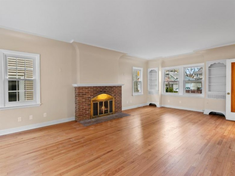 3219 S Lenox St Milwaukee, WI 53207 by Mahler Sotheby'S International Realty $369,900
