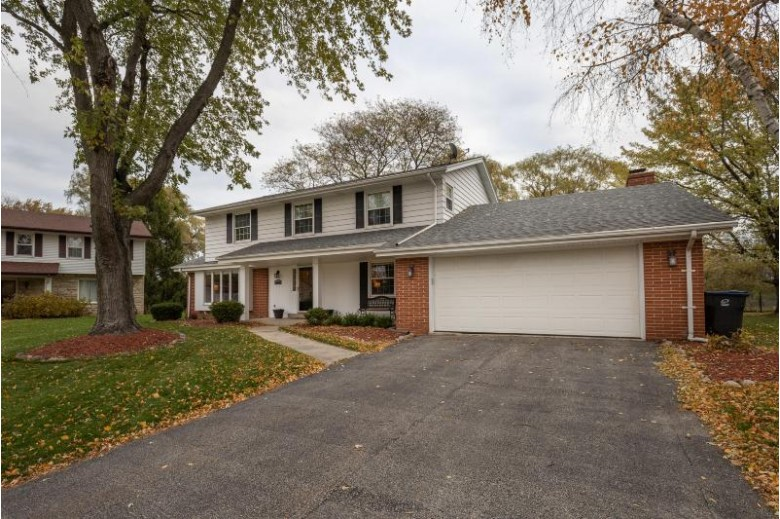 12546 N Jonquil Ct Mequon, WI 53092-2317 by Keller Williams Realty-Milwaukee North Shore $435,000