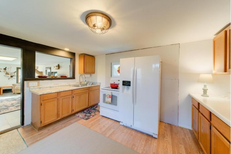 S78W30670 Seitz Ct, Mukwonago, WI by Realty Executives Connect $214,900