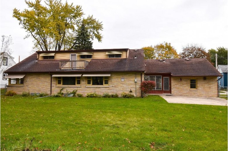 439 7th St Hartford, WI 53027-1313 by Redefined Realty Advisors Llc $210,000