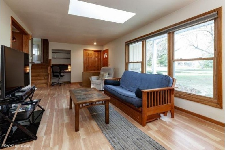 N39W22711 Grandview Dr, Pewaukee, WI by Coldwell Banker Realty $299,900