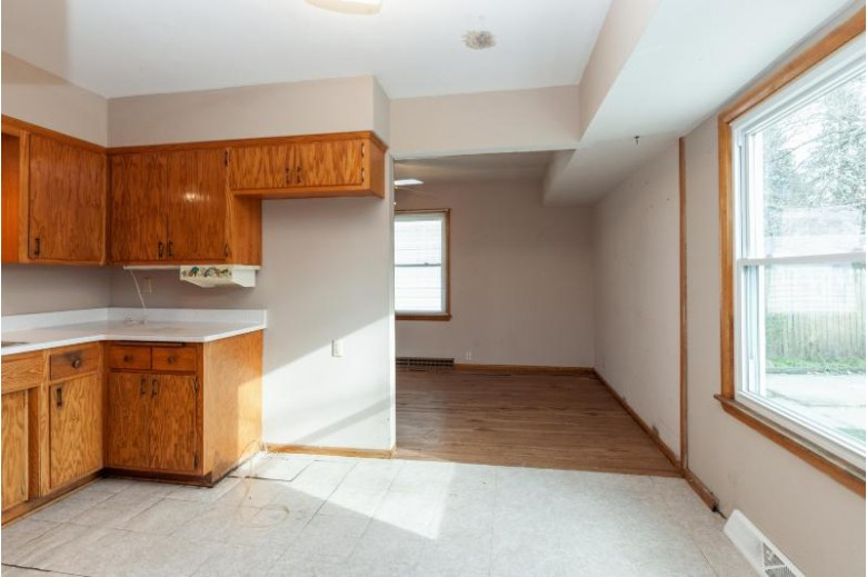 6927 W Clovernook St, Milwaukee, WI by Coldwell Banker Realty $95,000